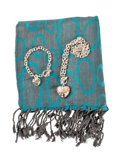 Smyckeset och turkos sjal